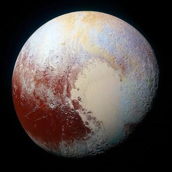 E Pluto