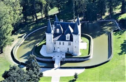 W Chateau d'Agassac
